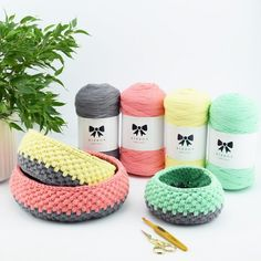 Please give a warm welcome to Hobbii Ribbon! Our own quality band yarn made of soft and natural cotton. Designed with passion and love for the world's nicest yarn customers. Knit Or Crochet, Crochet Stitches, Crochet Hooks, Yarn Projects, Crochet Projects, Techniques Textiles, Knitting Patterns, Crochet Patterns, Yarn Bag