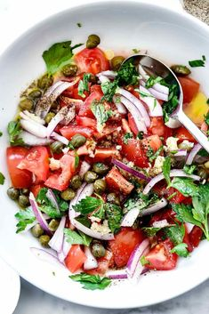 Mediterranean Tomato Salad // add protein // This easy tomato salad is studded with fresh Mediterranean flavors to eat as a simple side salad or as a topping for chicken, fish, or pork. Greek Marinated Chicken, Greek Chicken Salad, Greek Salad, Chicken Salads, Healthy Chicken, Easy Pasta Salad, Easy Salads, Healthy Salads, Healthy Recipes