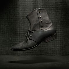 Feeling a little old fashioned and daring try this burnished Alexander Fielden Mens boot. A little adventure never killed anybody!