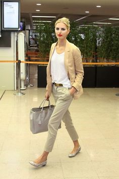 23 Stylish And Comfy Work Outfits With Flats