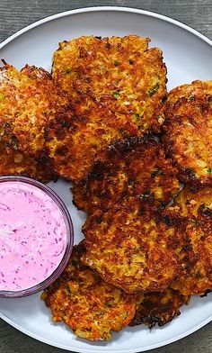 Onion Fritters - A simple recipe with a tasty crunch that is loaded with fun flavors and an amazing taste. Salad Recipes Healthy Lunch, Low Carb Dinner Recipes, Veggie Recipes, Indian Food Recipes, Appetizer Recipes, Vegetarian Recipes, Veggie Dishes, Food Dishes, Cooked Shrimp Recipes