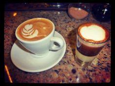 Un motivo para compartir un momento para reír y disfrutar    = Felicidad  #AromaDiCaffé Conócenos en el C.C. Metrocenter pasaje colonial. #AromaDiCaffé #SaboresAroma #MomentosAroma #SaboresAroma #Latte #LatteArt #Capuccino #CaféColonial #Caracas #QuieroUnCafé #BuscandoElCafé #Café #Coffee #CoffeeLovers #CoffeeMoments #CoffeeTime #CoffeeBreak #InstaMoments #InstaCoffee