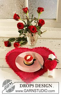 "Crochet DROPS heart-shaped table mat and serviette ring in ""Cotton Viscose"", ""Vienna"" and ""Glitter"". ~ DROPS Design"