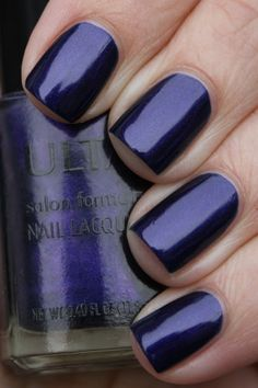 I've never had a dark blue nail polish! I like :)