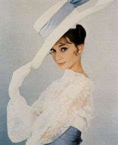 Audrey Hepburn... Woman of stunning fashion!  :D