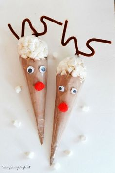 Reindeer Hot Cocoa Cones make the cutest Christmas edible craft! Get this reindeer christmas DIY today!