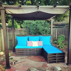 Build this nice pallet wood couch along with the provision of a bench cum day bed. Now, in your garden you can enjoy sitting on the couch and also laying down in your pallet wood day bed. You can add bright cushions and upholstery to make your patio sitting arrangement more colorful and comfortable.