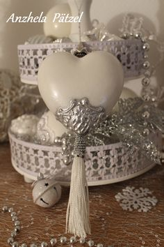 1 million+ Stunning Free Images to Use Anywhere Christmas China, Diy Christmas Ornaments, Christmas Photos, Christmas Projects, White Christmas, Handmade Christmas Decorations, New Years Decorations, Tree Of Life Necklace, Heart Ornament