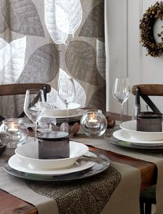 Nordic décor became popular several years ago, and it still is because of its minimalism and natural touches. Lets see how to rock it for fall. Autumn Inspiration, Fall Decor, Table Settings, Sweet Home, Table Decorations, Diy Decoration, Interior Design, Décor Ideas, Party Ideas