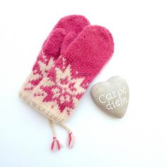 Ravelry: Oktoberstjerne votter by MaBe Ravelry, Baby Shoes, Knitting, Pattern, Clothes, Design, Fashion, Gloves, Outfits