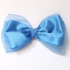 Lazo doble liso para el pelo, en color azul Francia combinado con dos tipos de cinta, gasa y tafeta.