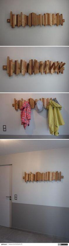 """Porte manteau piano par Peiot - A mon tour de faire un porte manteau piano. Pour ceux qui ne connaissent pas le concept, les patères pivotent autour d'un axe et se """"rangent"""" en position verticale. J'ai utilisé beaucoup d'essences..."""
