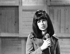 "Astrud Gilberto ladybangbeat: "" Happy Old School Sunday! Astrud Gilberto was best known as ""The Queen of Bossa-Nova"" and ""The Girl From Ipana"". The Brazilian musician has interwined her Brazilian. Sound Of Music, Music Is Life, Astrud Gilberto, Stan Getz, Classic Jazz, Quincy Jones, Music Pics, All That Jazz, Smooth Jazz"