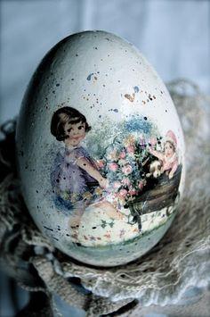 Decoupage Easter Egg Idea Easter Egg Crafts, Easter Eggs, Easter Dishes, Decoupage Wood, Easter Crochet, Egg Art, Egg Decorating, Vintage Easter, Egg Shells