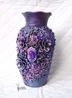 crafts Mixed Media Altered Vase with Yulianna Efremova - Lindy's Gang Glass Bottle Crafts, Wine Bottle Art, Bottle Vase, Bottles And Jars, Beer Bottle, Mixed Media Canvas, Mixed Media Art, Mix Media, Vase Crafts
