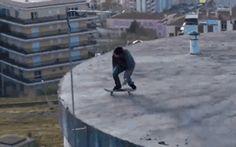 Risky Skateboard Jump - www.gifsec.com