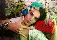 """Catarina Dee Jah se apresenta na noite desta terça-feira, 16, a partir das 21h, no Studio SP. A cantora apresenta músicas como """"Toca-te dentro"""" e """"Sarará"""". A entrada é Catraca Livre. O som da cantora é uma espécie de releitura de samba, hip hop, dub. É conhecida, no entanto, pelo seu trabalho de DJ."""