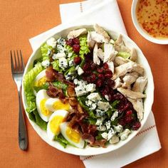 Healthy salad recipes: Cobb Salad with Cranberries. Use feta instead of blue cheese for little ones. Salad Recipes For Dinner, Dinner Salads, Chicken Salad Recipes, Healthy Salad Recipes, Healthy Snacks, Healthy Eating, Healthy Protein, Different Salads, Leftover Turkey Recipes
