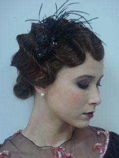 I love this Roaring hair makeup combo luxe-looks Vintage Hairstyles, Up Hairstyles, Wedding Hairstyles, Pin Curls, Vogue, Love Hair, Up Girl, Hair Dos, Look Fashion