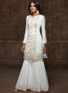 Simple Pakistani Dresses, Pakistani Wedding Outfits, Pakistani Dress Design, Latest Bridal Dresses, Unique Dresses, Stylish Dresses, Dress Indian Style, Indian Dresses, Indian Outfits