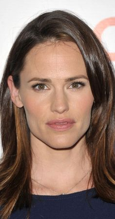 Jennifer Garner, Actress: Alias. Jennifer Garner, who catapulted into stardom with her lead role on the television series Alias (2001), has come a long way from her birthplace of Houston, Texas. Raised in Charleston, West Virginia by her mother, Patricia Ann (English), a retired teacher of English, and her father, William John Garner, a former chemical engineer, Jennifer was the middle sibling of three girls. She spent nine ...