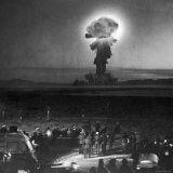 Gigantic Cloud of Radioactive Dust Rising From the Desert Floor Photographie par J. R. Eyerman
