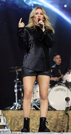 Ellie Goulding shows off her incredibly toned legs Hollywood Stars, Classic Hollywood, Fashion Finder, Gorgeous Blonde, Ellie Goulding, Sexy Older Women, Hilary Duff, I Love Girls, Nice Legs
