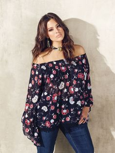 7f2be89e35e Love   Legend bell sleeve floral blouse and Parasuco flared jeans from Addition  Elle spring 2016 plus size fashion Más