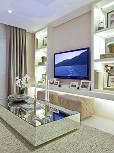 21 Modern Living Room Decorating Ideas - stunning (but surprisingly simple) living room decor. Living Room Modern, Home Living Room, Living Room Designs, Apartment Living, Simple Living Room Decor, Deco Salon Design, Mirrored Coffee Tables, Small Living Rooms, Small Bedrooms