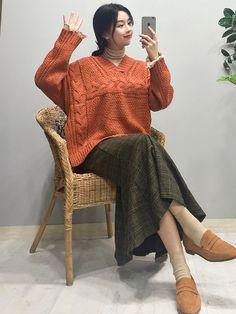 마리쉬♥패션 트렌드북! Knit Fashion, Fashion Looks, Closet Colors, Skirt Outfits, Dress To Impress, Korean Fashion, Soft Power, Bell Sleeve Top, Bohemian