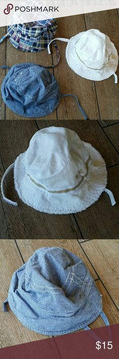 💥BUNDLE💥 TODDLER BUCKET HATS 3 bucket hats Chambray blue BABYGAP size 6-12M Multi plaid is H&M size 12-18 White is Old Navy size S All 100% cotton White and chambray are Velcro strap Plays is tie No rips or stains Smoke free home GAP Accessories Hats