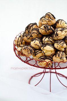 ptysie z nadzieniem advocatowym #profiteroles with advocatt cream #mojewypieki Summer Desserts, No Bake Desserts, Profiteroles, Polish Recipes, Sweets, Snacks, Baking, Dessert Ideas, Heaven