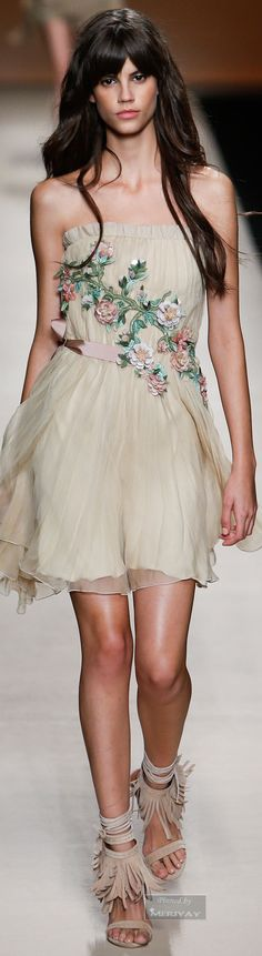 Alberta Ferretti.Spring-summer 2015.  Love this look, definitely going to look for similar shoes!