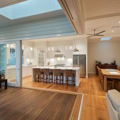 Bulimba 2 - L.K Constructions Sliding doors, bulkhead Old Cottage, Cottage Homes, I Lak, Timber Deck, Extra Rooms, Ceiling Height, Open Kitchen, Modern Family, Outdoor Rooms