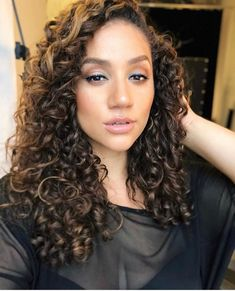 Curls making another appearance on set today 😊😉 💄💇🏽♀️ by 💕 Erica Lauren, Natural Curls, Beautiful Gorgeous, S Models, On Set, Hair Inspiration, Ideias Fashion, Curly Hair Styles, Girly