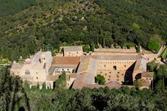 La abadía de Frontfoide desde la cruz de hierro
