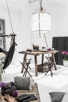 Luchtige lamp van bamboe en stof - Wonen&Co