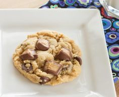Peanut butter cookie with Reese's PB cups Peanut Butter Cup Cookies, Easy Chocolate Chip Cookies, Butter Cookies Recipe, Peanut Butter Chips, Reeses Peanut Butter, Blueberry Cookies, Baking Recipes, Cookie Recipes, Dessert Recipes