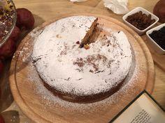 ΟΒασίλης Καλλίδηςετοίμασε σήμερα μια ακόμα φανταστική συνταγή στο Πρω1νό που σίγουρα θα σας ξετρελάνει με την υπέροχη γεύση της! Αναφερόμαστε στην Φρουτένια Βασιλόπιτα!Δείτε πως θα την φτιάξετε. Υλικά για 8 άτομα: 1 ΒΙΤΑΜ 2 φλιτζάνια ζάχαρη 4 αυγά χυμος από… Christmas Sweets, Christmas Cooking, Christmas Recipes, Greek Desserts, Greek Recipes, Tiramisu, Camembert Cheese, Cake, Ethnic Recipes