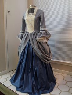 1700 Period Clothing | 1700's Era Colonial Womans Gown / Dress Size by HistoryInMaking