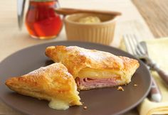 Baked Monte Cristo Sandwich - Set aside the bread and serve this ham and cheese melt on puff pastry instead. Sweet and savory never tasted so good.especially when topped with a sprinkle of confectioners' sugar. Think Food, I Love Food, Good Food, Yummy Food, Yummy Lunch, Delicious Recipes, Easy Recipes, Easy Meals, Monte Cristo Sandwich