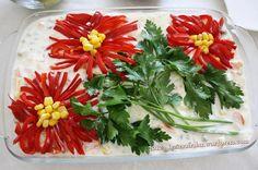 YOGURTLU GARNÜTÜRLÜ PATATES SALATASI (RUS SALATASI) Turkish Salad, Salad Design, Food Decoration, Fruit Art, Turkish Recipes, Food Presentation, Afternoon Tea, Food Styling, Food Art