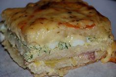 Det här receptet har jag fått av min kompis Ellinor och det är bara sååå gott!! ca 4-6 port: en formfranska ( det går åt 27 skivor) fyllning 1: 1 1/2 pkt bacon 1 purjolök 3 dl creme fraiche salt &a… Swedish Recipes, New Recipes, Cooking Recipes, Slow Roasted Tomatoes, Good Food, Yummy Food, Sandwich Cake, Fruit And Veg, Food Humor
