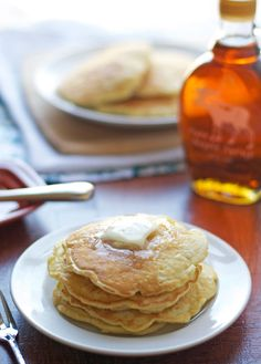 Fluffy Pancakes: A classic pancake recipe that's super fluffy and tender with NO butter. - www.thelawstudentswife.com #recipe