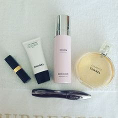 New day, new #chance ...Today I cover myself with the best #CCcream there is #chanel #completecorrection , #lancome #hypnose #volumeaporter #mascara #rougecocoshine #boy 54 and #silkbodyoil #eaudetoilette from Chanel Chance ❤️ I think I'm ready  #beautifulskin #naturallook #beautyblog #missesbond #makeup missesbond.com