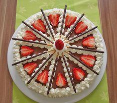 Mikado Erdbeer – Torte mit weißer Schokolade Mikado strawberry cake with white chocolate 1 9 Inch Cake Recipe, Box Cake Recipes, Cake Recipes From Scratch, German Baking, Naked Cakes, Pineapple Upside Down Cake, Cake Board, Gastronomia, Cake