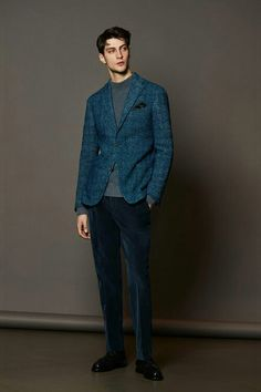 Boglioli Menswear Blue Plaid Blazer and Pleated Navy Velvet Pants Milan Fashion, Fashion Show, Mens Fashion, Fashion Design, Male Fashion Trends, Winter Fashion Casual, Casual Winter, Winter Style, Velvet Pants