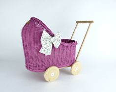 Wiklibox wicker & alder wood doll stroller in RASPBERRY colour with soft muslin bedding. Dolls Prams, Raspberry Color, Wicker, Baby Strollers, Little Girls, Presents, Bows, Colours, Children