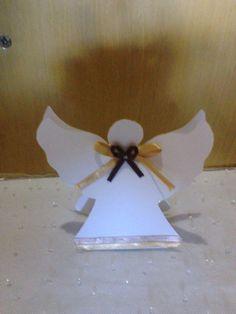 Caixinha para doces em formato de anjo. <br>Cores a escolher.