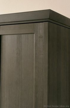 crown molding pairs well with shaker style cabinetry kitchens rh pinterest com